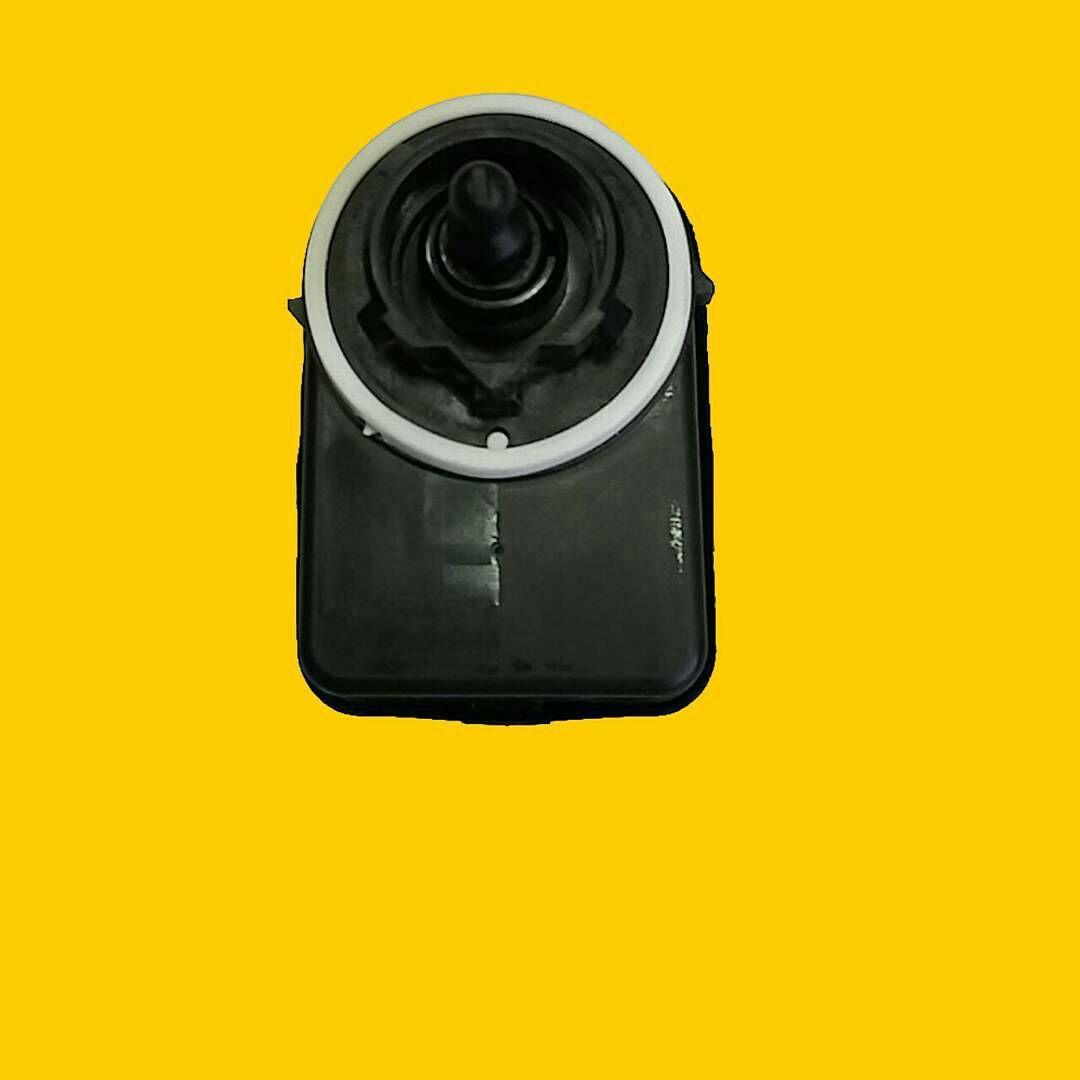 موتور تنظیم نور چراغ جلو ۲۰۶
